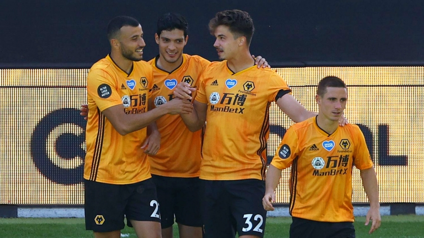 Premier League: Wolves keep Champions League hopes alive