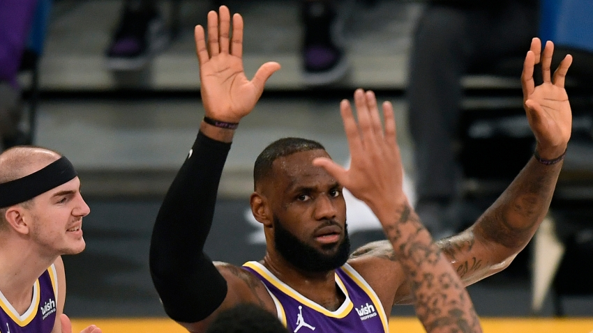 LeBron James feeling 'real good with my shot' as Lakers win five straight