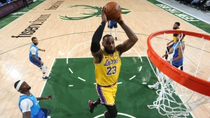 LeBron's Lakers extend record after taking down Giannis and Bucks, Curry's 30 not enough