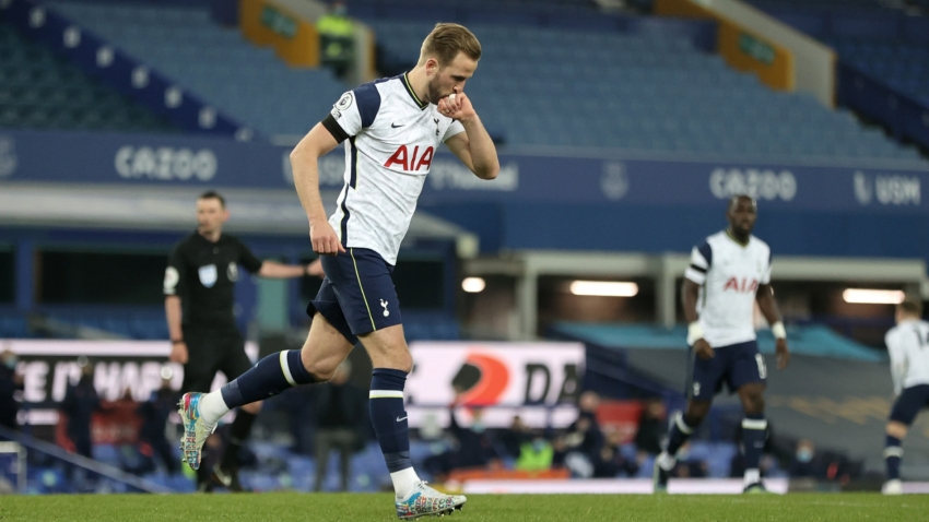 Everton 2-2 Tottenham: Kane spares Spurs but hobbles off as top-four hopes diminish further