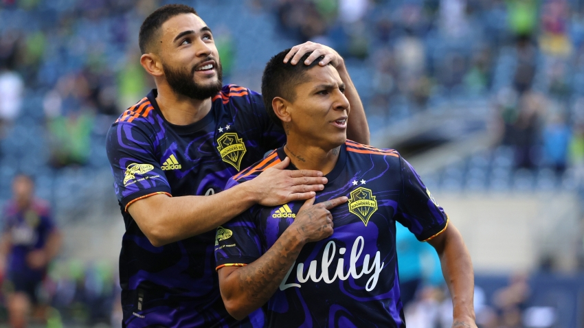 MLS: Ruidiaz double downs Galaxy as Sounders maintain bright start