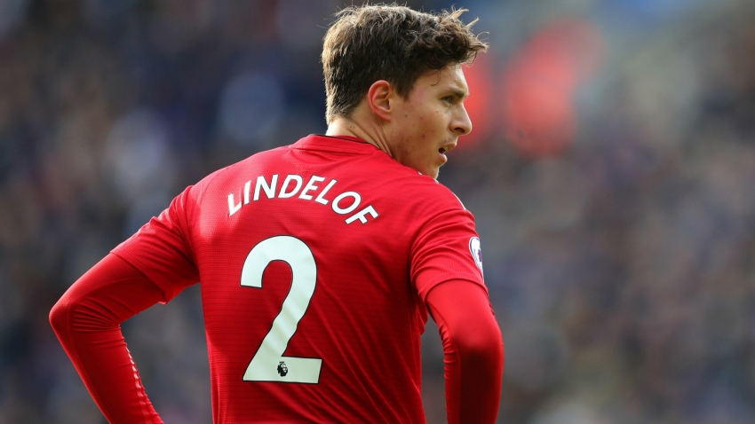Lindelof signs new Man United contract