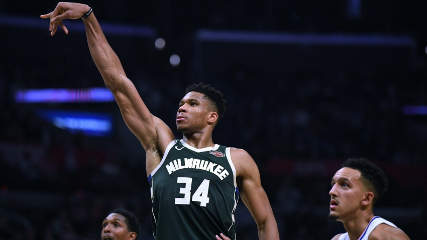 'Awful' Clippers give Giannis birthday gift as Bucks make it 14 in a row