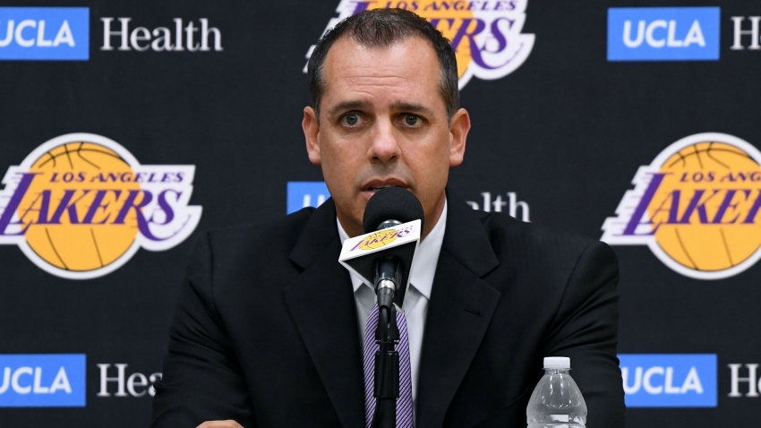 Lakers' Vogel explains approach to coaching LeBron & Davis