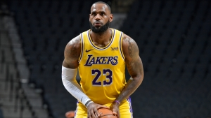 LeBron leads Lakers past Spurs again, Bucks crush Bulls