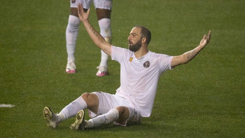 Higuain misses penalty in tough Inter Miami debut