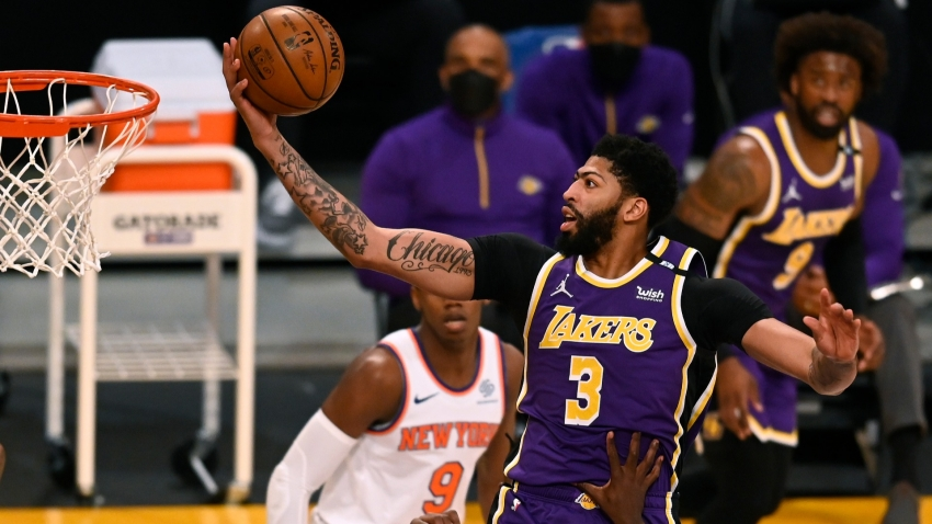 Davis 'hurting' with groin issue in Lakers' OT win
