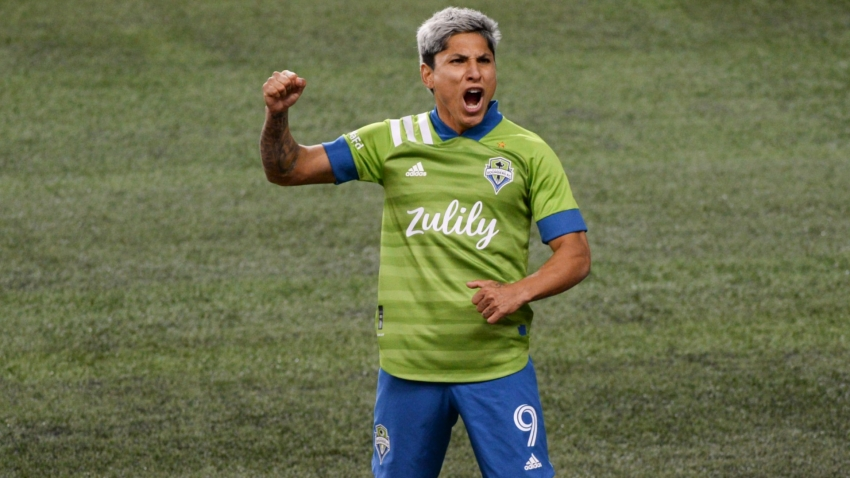 MLS: Sounders start season with a bang, Dynamo edge Earthquakes
