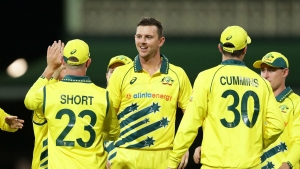 Australia quicks shackle New Zealand at deserted SCG