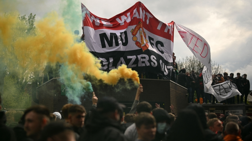 Glazer vows to explore possibility of fan shares in Man Utd, promises more open dialogue